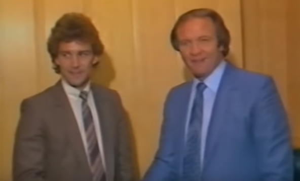 bryan robson signs for man united